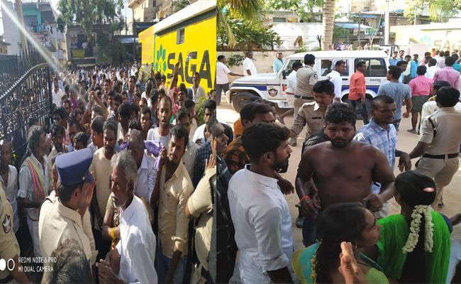 TDP Leaders And Activists Attack YSRCP Activists - Sakshi