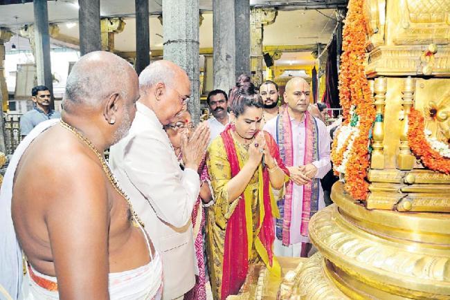 President Ram Nath Kovind offers worship at shrines in Tirupati - Sakshi