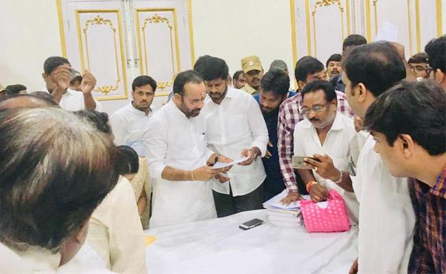 Gulf Workers Demand For Implement Rythu Bandhu To Gulf Workers - Sakshi