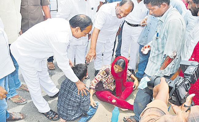 Etela Rajender Koppula Eshwar Helps Accident Victims - Sakshi