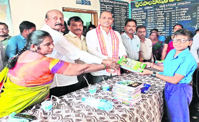 Gopireddy-Srinivas-Reddy Says,Please Come With Notebooks Instead Of Bokeh In Narsaraopeta - Sakshi