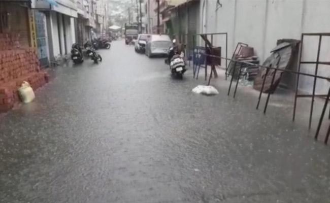Water logging as Heavy rains in Vijayawada - Sakshi