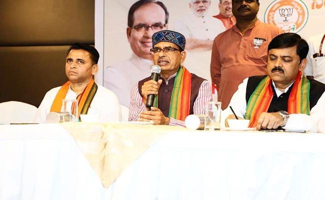 Shivraj Singh Chouhan Press Meet At Vijayawada - Sakshi