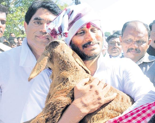 Y S Jagan Reddy to allocate Rs 15,000 cr for Backward Castes welfare - Sakshi