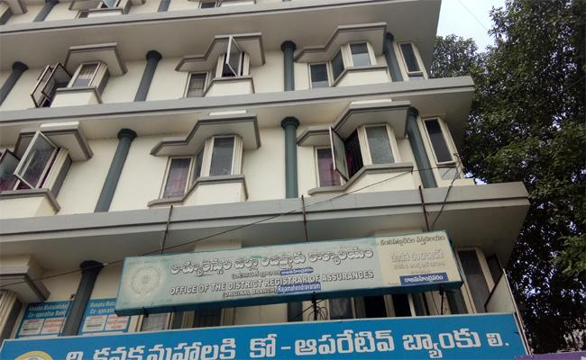 Irregularities In Registration Office In East Godavari - Sakshi