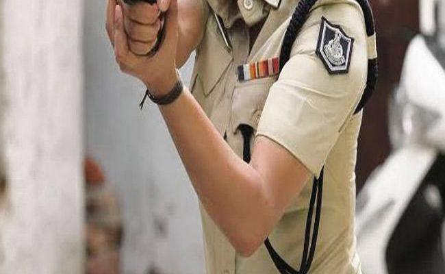 Man Gives Wife Police Uniform to Girlfriend to Loot People - Sakshi