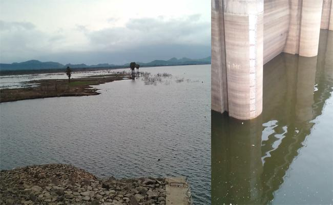 Water Level Decreased In Godavari River In karimnagar - Sakshi
