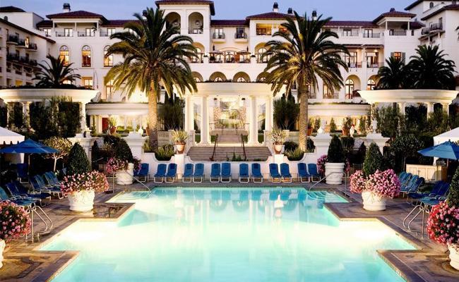 Karnataka MLAs Luxury Life In Resorts - Sakshi