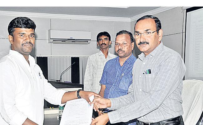 Postings Given For New Teachers In Rangareddy - Sakshi