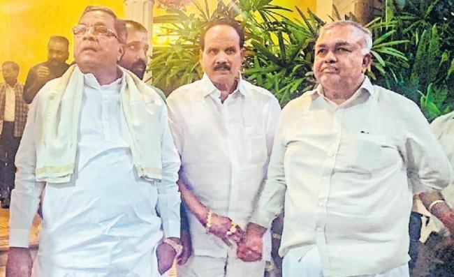 MLA Nagaraj Joins Other Rebels in Mumbai - Sakshi