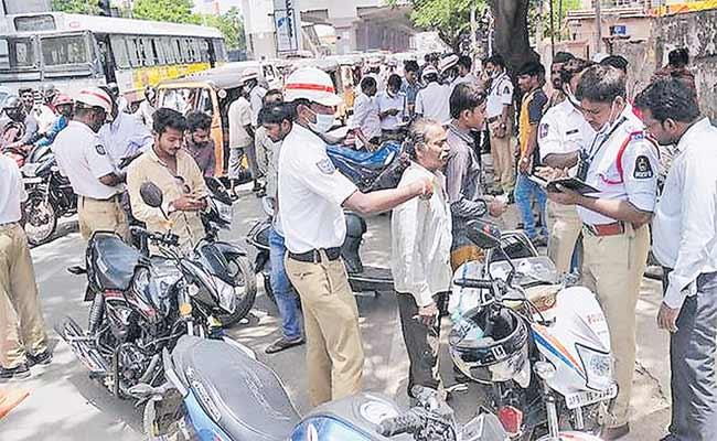 Traffic Rules Are Not Strictly Followed In Hyderabad - Sakshi