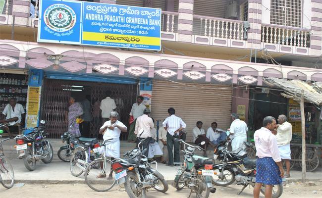 Chandrababu Naidu Cheat Farmers in YSR Kadapa - Sakshi