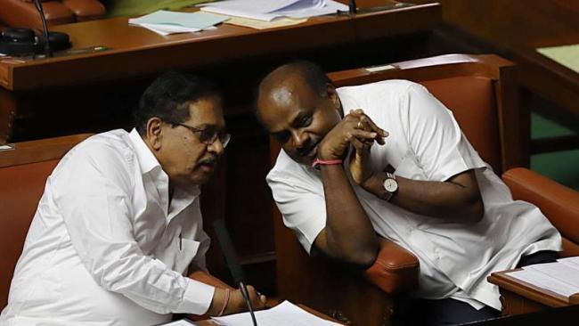 Kumaraswamy To Take Vote Of Confidence On Thursday - Sakshi