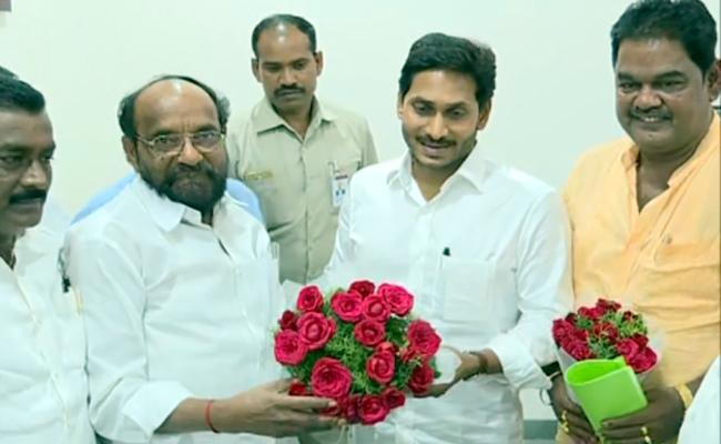R krishnaiah Meets CM YS jagan mohan reddy - Sakshi