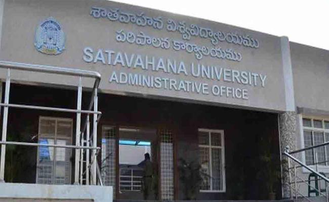 Sathavahana Univesity Giving Convocation In Karimnagar - Sakshi