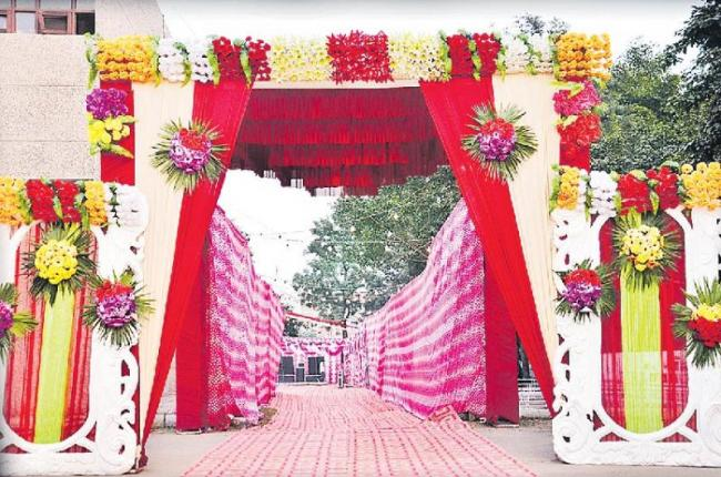 Delhi ready to stop big, fat weddings - Sakshi