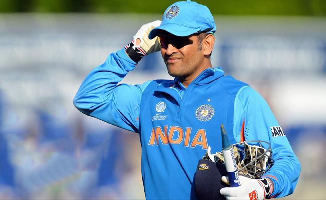 Dont Know About MS Dhoni Retirement - Sakshi
