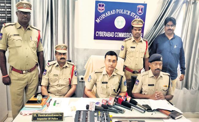 DCP Prakash-Reddy Says, ATM Robbed Gang Was Arrested In Vikarabad - Sakshi