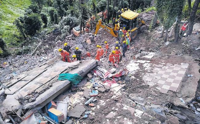 14 Killed In Building Collapse After Heavy Rain In Himachal Solan - Sakshi