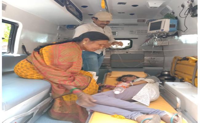 Women Try To Commited Suicide In Gantastambam, Vizianagaram - Sakshi