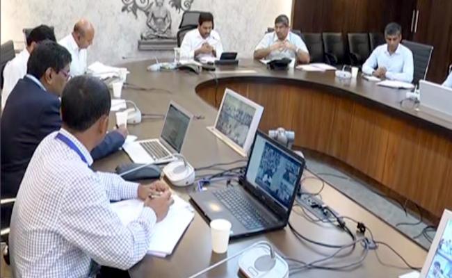 CM YS Jagan Review Meeting On Spandana Program - Sakshi