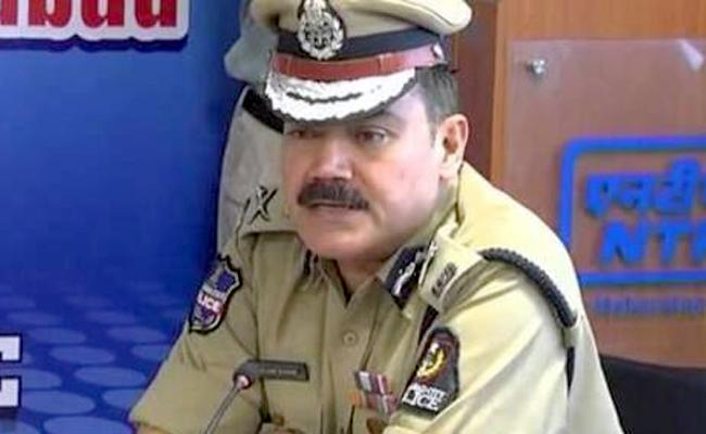 Cops Arrested Two Robbers In Hyderabad - Sakshi