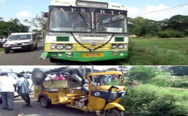 Road Accident In Near Parvathipuram - Sakshi
