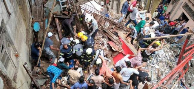 Four-storey building collapses in Mumbai's Dongri many feared trapped - Sakshi