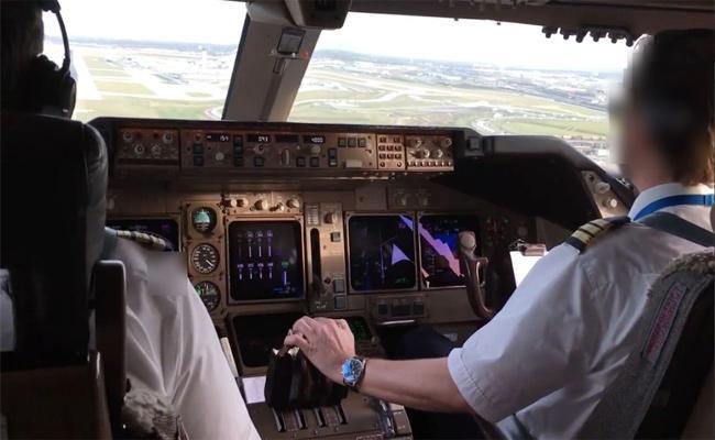 Drunk Pilot Journey in Cockpit Karnataka - Sakshi