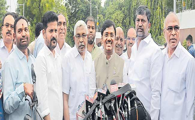 Congress Leaders Complaints About TRS On Demolition Of Erramanzil Palace - Sakshi