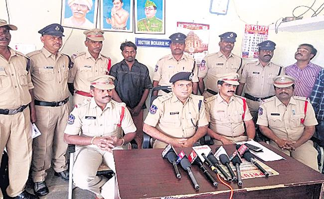 Husband Murdered His Wife And Children In  - Sakshi