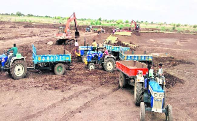 Mud Thieves in Desai Pond - Sakshi