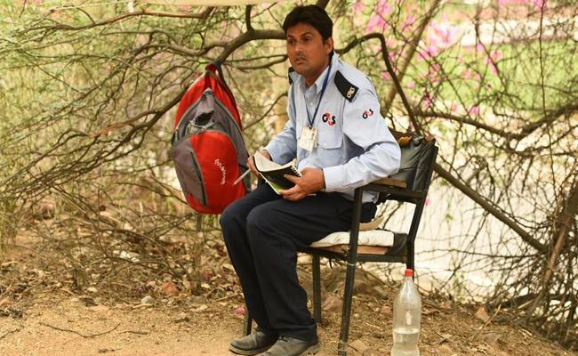 JNU Guard Cracks University Entrance To Study Russian In New Delhi - Sakshi
