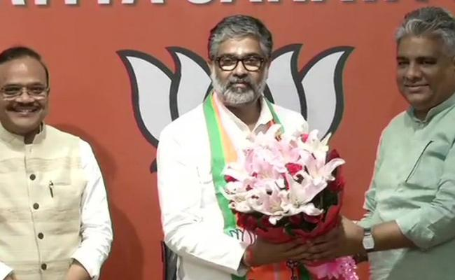 Former PM Chandra Shekhar Son Neeraj Shekhar Join In BJP - Sakshi