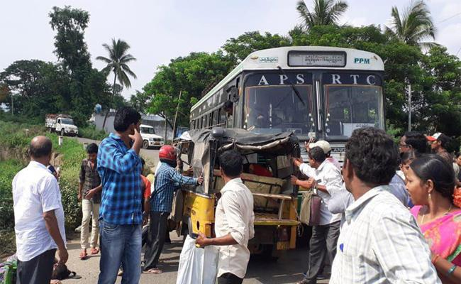 Women Died In Road Accident At Jiyyammavalasa In Vizianagaram - Sakshi