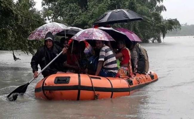 Heavy Rains In Nepal Floods Affected Assam And Bihar Death Toll 50 - Sakshi