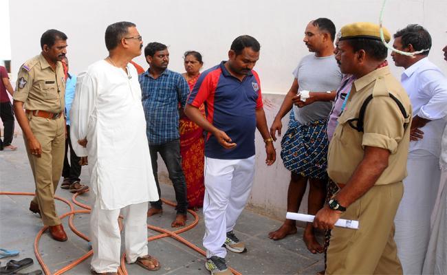 Exploitation of Biharis in Kurnool - Sakshi