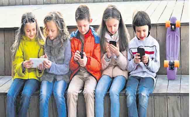 social media causing Mental Health Problems In Children - Sakshi