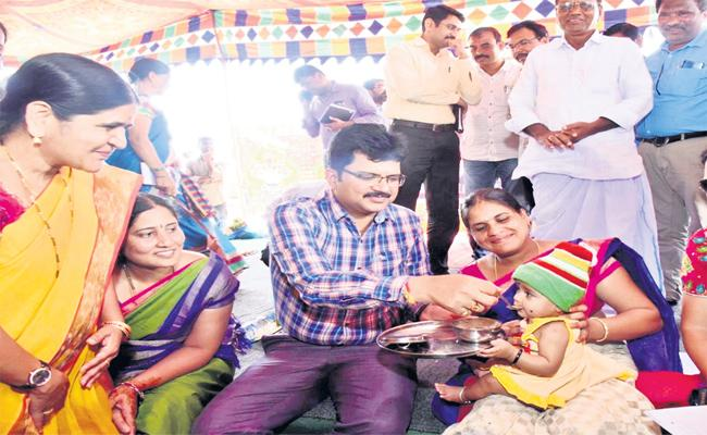 Sangareddy District Collector Launched Grama Aarogya Vedika Programme At Narsapur - Sakshi