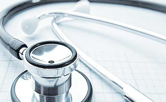 Telangana Govt Focus On Specialist Doctors Attendance - Sakshi