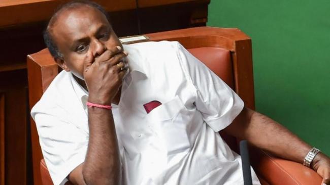 Kumaraswamy Govt in Trouble With Supreme Court Verdict - Sakshi