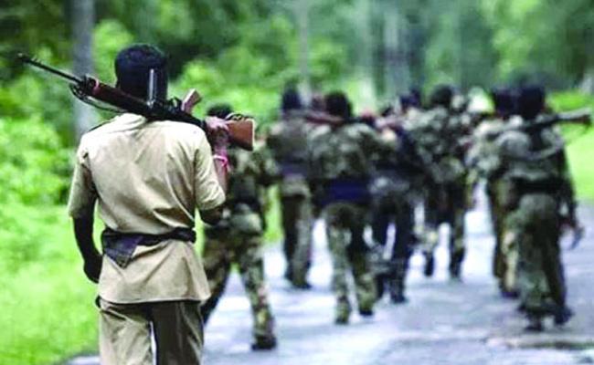 Police Cummbing In Telangana Boarder - Sakshi