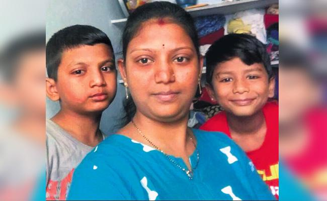 Mother Commits Suicide With Her Sons in Hyderabad - Sakshi