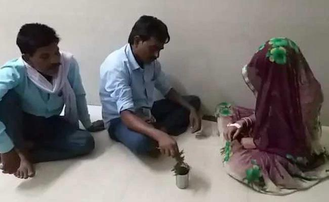 Women In Government Hospital For Snake Bite Visited By Exorcist In Madhya Pradesh - Sakshi