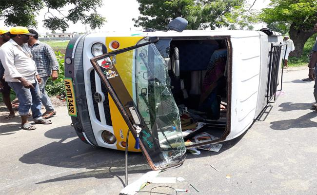 3 People Died In Road Accident In Mancherial - Sakshi