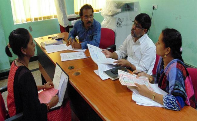 Interviews For Grama Volunteer In Vizianagaram Muncipality - Sakshi