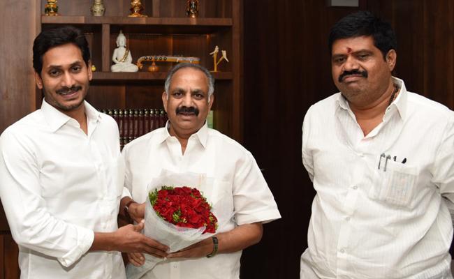 Dronamraju Srinivas Meets CM YS Jagan Mohan Reddy - Sakshi