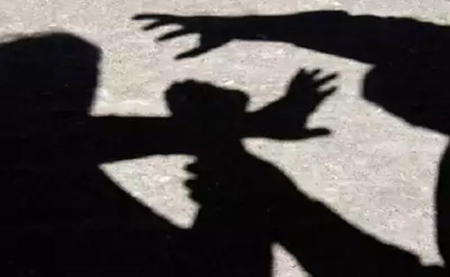 Murder Attempt On Person About Retribution In Madanapalle - Sakshi