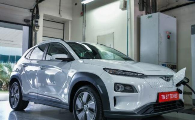 Hyundai Kona Electric could get cheaper by Rs 1.5 lakh - Sakshi