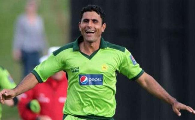 Pakistan Cricketer Razzaq Brags Of His Many Extramarital Affairs - Sakshi